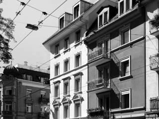 Dachaufstockung Seefeldstrasse: klassische Häuser von Patrick Rüdisüli Architekten GmbH