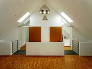走廊 & 玄關 by Architekten Lenzstrasse Dreizehn, 工業風
