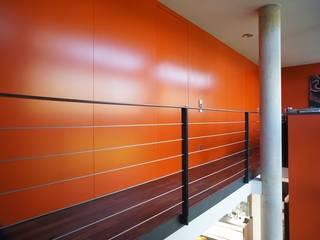 Architekten Lenzstrasse Dreizehn Modern corridor, hallway & stairs