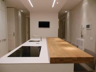 _c a s a |A S_: Cucina in stile in stile Minimalista di RO|a_