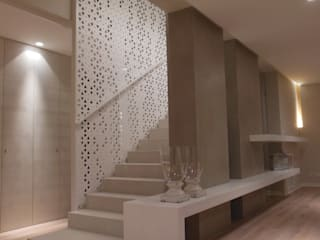 Mediterranean corridor, hallway & stairs by RO|a_ Mediterranean