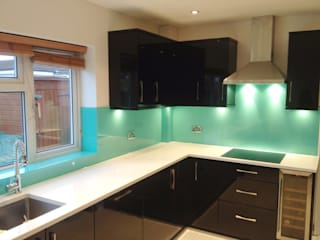 Aqua Glass Kitchen Splash Back: modern  by UK Splashbacks, Modern