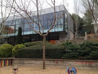 CENTRO SOCIAL EN BARRIO SIN RECURSOS. INTERIOR Y EXTERIOR UNIDOS: Casas de estilo  de Estudio de Arquitectura Arte y Vida de Patricia Huerta arquitecto