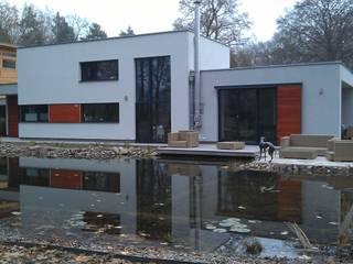 Außenansicht Terrassenseite: moderne Häuser von Völcker Architekten