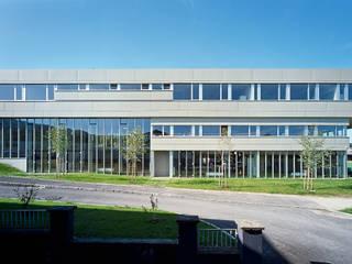 Polytechnische Schule Moderne Schulen von Architekt Adrian Tscherteu Modern