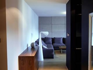 斯堪的納維亞風格的走廊,走廊和樓梯 根據 4Q DEKTON Pracownia Architektoniczna 北歐風