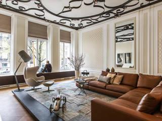 Modern en monumentaal wonen aan de gracht Moderne woonkamers van Sigrid van Kleef & René van der Leest - Studio Ruim Modern