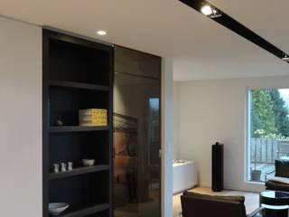 Blanc, noir et bois par Verhelst Interieur Moderne