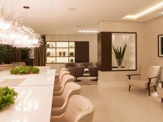 Modern dining room by Calli Arquitetura Modern