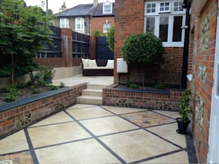 Courtyard : mediterranean Garden by Amy Perkins Garden Design Ltd