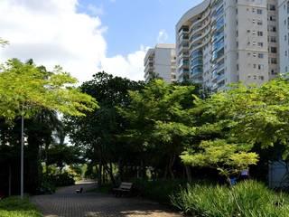 Projeto Cidade Jardim - RJ: Casas  por Benedito Abbud Arquitetura Paisagística ,
