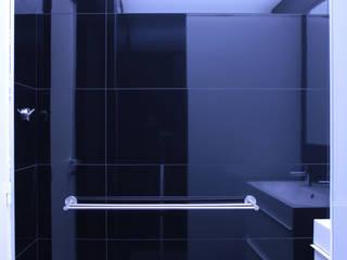 petites surfaces / grands effets Salle de bain moderne par cambiums Moderne
