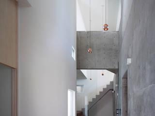 エントランス: ARCHIXXX眞野サトル建築デザイン室が手掛けた壁です。
