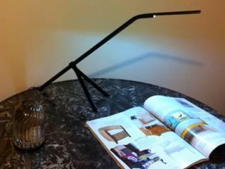 lampe tripode - Design moderniste:  de style  par Passe à l'Atelier