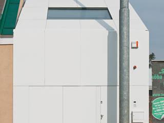 cj_5 - housing in urban density: ausgefallene Häuser von Caramel architekten