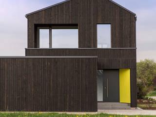 Eingang von Osten:  Häuser von ku architekten