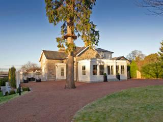 moderne Häuser von Roundhouse Architecture Ltd