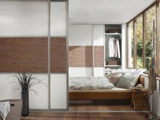 Raumteiler und Einbauschrank:  Schlafzimmer von Elfa Deutschland GmbH