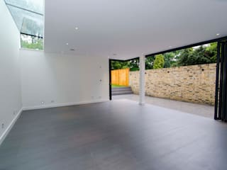 Hampstead development Modern living room by London Refurbishments Modern