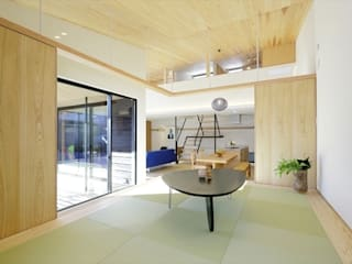 Sala multimediale in stile asiatico di 長谷川拓也建築デザイン Asiatico