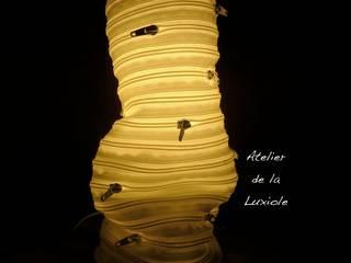 La lampe fermeture éclaire en position froissée:  de style  par Atelier de la Luxiole