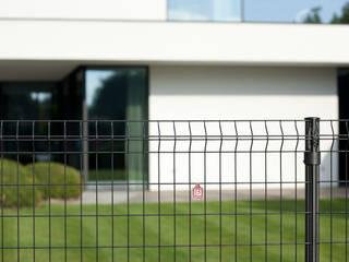 Jardines de estilo moderno de Betafence Nv Moderno