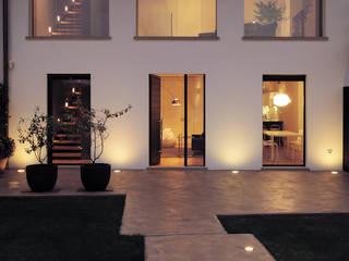 Spazi ritrovati: Case in stile in stile Moderno di studio antonio perrone architetto