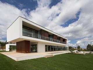 by Atelier d'Arquitetura Lopes da Costa Сучасний