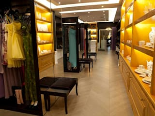 Center of Wedding Fashion de EVGENY BELYAEV DESIGN Clásico