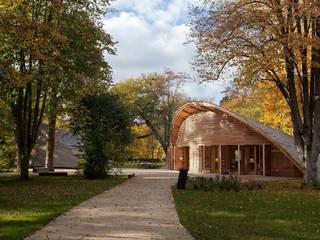 Centre éco-tourisme Fointainebleau: Hôtels de style  par INCA - Innovation Création & Architecture