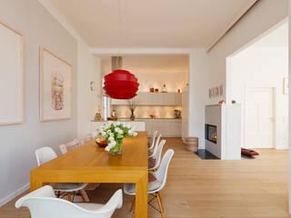 Wohnhaus A in Oldenburg: moderne Küche von ANGELIS & PARTNER Architekten mbB