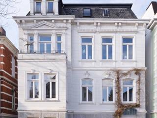 Wohnhaus A in Oldenburg: klassische Häuser von ANGELIS & PARTNER Architekten mbB