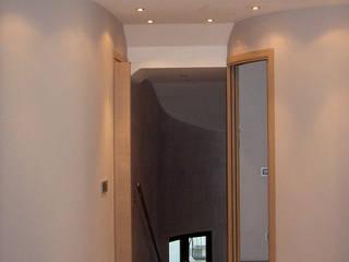 linee che accompagnano: Ingresso & Corridoio in stile  di Eleonora Pozzi Arch Studio