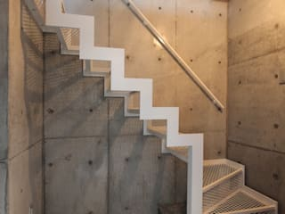 saikudani no ie 一級建築士事務所アトリエm Modern corridor, hallway & stairs
