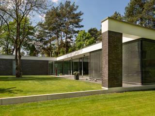 Bungalow de Justus Mayser Architekt Moderno