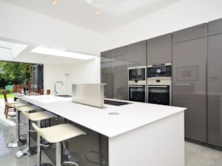 North West London refurbishment and extension Modern kitchen by London Refurbishments Modern
