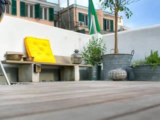Industrial style balcony, veranda & terrace by marta carraro Industrial