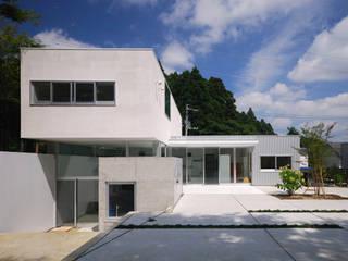 Casas modernas de 株式会社ブレッツァ・アーキテクツ Moderno