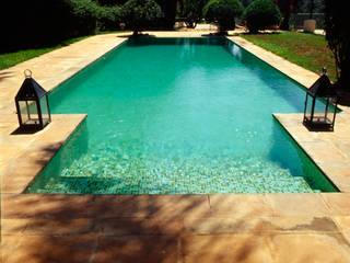 Piscine:  de style  par alia bengana architecte