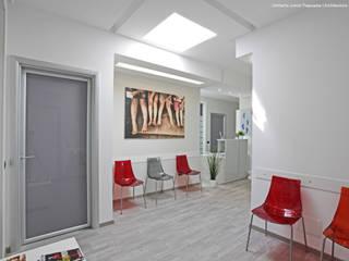 Sala d'attesa.: Cliniche in stile  di Studio Architettura Pappadia