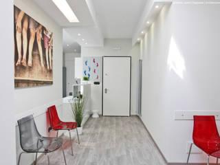 Ingresso alla Reception.: Cliniche in stile  di Studio Architettura Pappadia