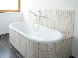 Umbau eines Einfamilienhauses Klassische Badezimmer von raum-im-haus Klassisch
