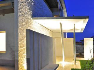 Villa Aquilani Case moderne di INO PIAZZA studio Moderno