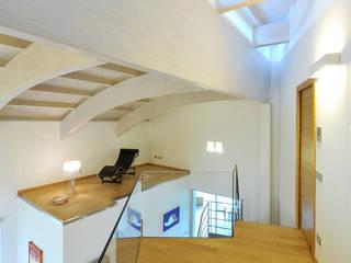 Villa Aquilani Ingresso, Corridoio & Scale in stile moderno di INO PIAZZA studio Moderno