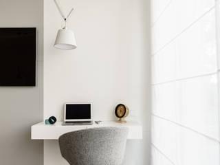 Mieszkanie prywatne 4 pokoje - Nowe Orłowo - Invest Komfort - Gdynia Orłowo: styl , w kategorii Sypialnia zaprojektowany przez Anna Maria Sokołowska Architektura Wnętrz ,Minimalistyczny