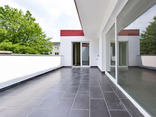 Balkon:  Terrasse von OSKAR Immobilien