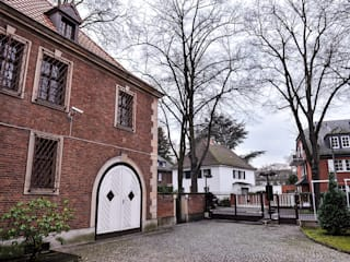 Herrschaftliches Anwesen in Köln Marienburg: klassische Häuser von OSKAR Immobilien