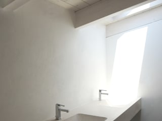 Minimalist style bathrooms by Giandomenico Florio Architetto Minimalist