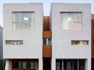 Casas modernas de CHORA Moderno