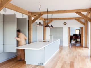 Nhà bếp theo Whitaker Studio,